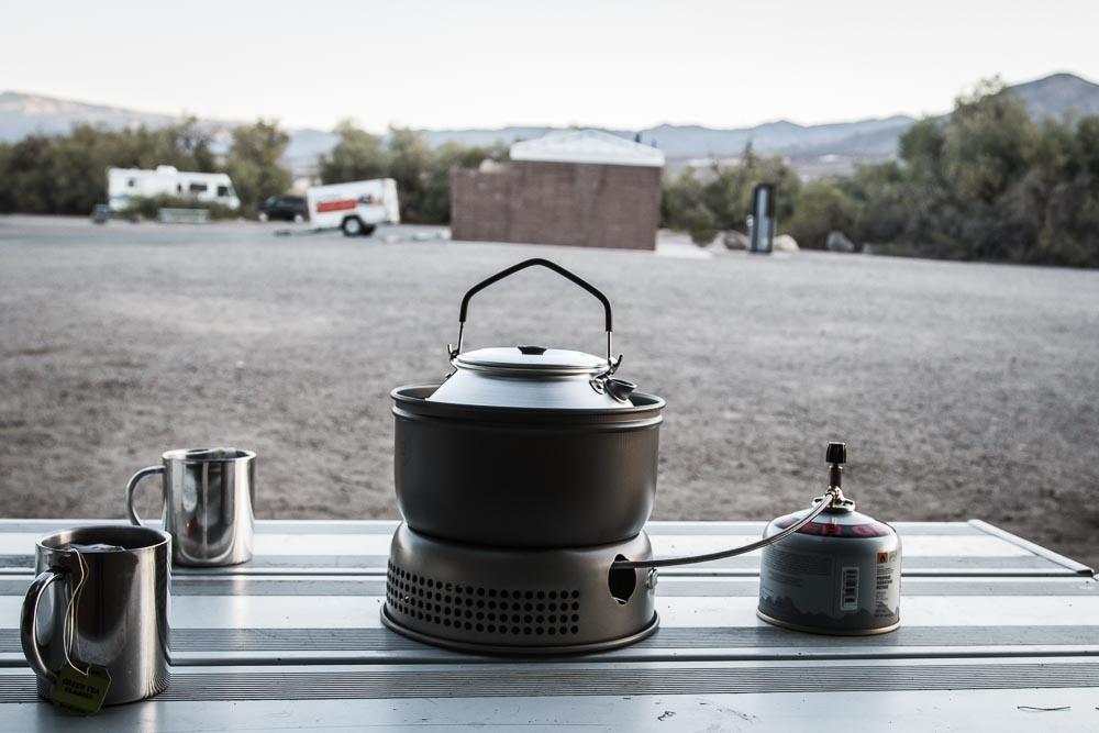 Teewasser kochen auf dem Trangia im Death Valley National Park