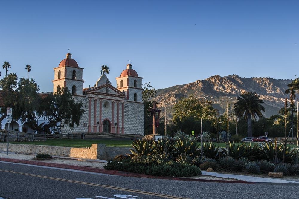 Kirche Santa Barbaras in der Abendsonne
