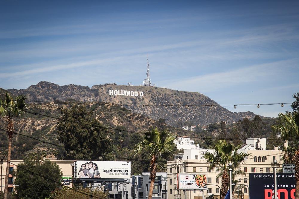 Blick auf das Hollywood-Schild vom Walk of Fame aus