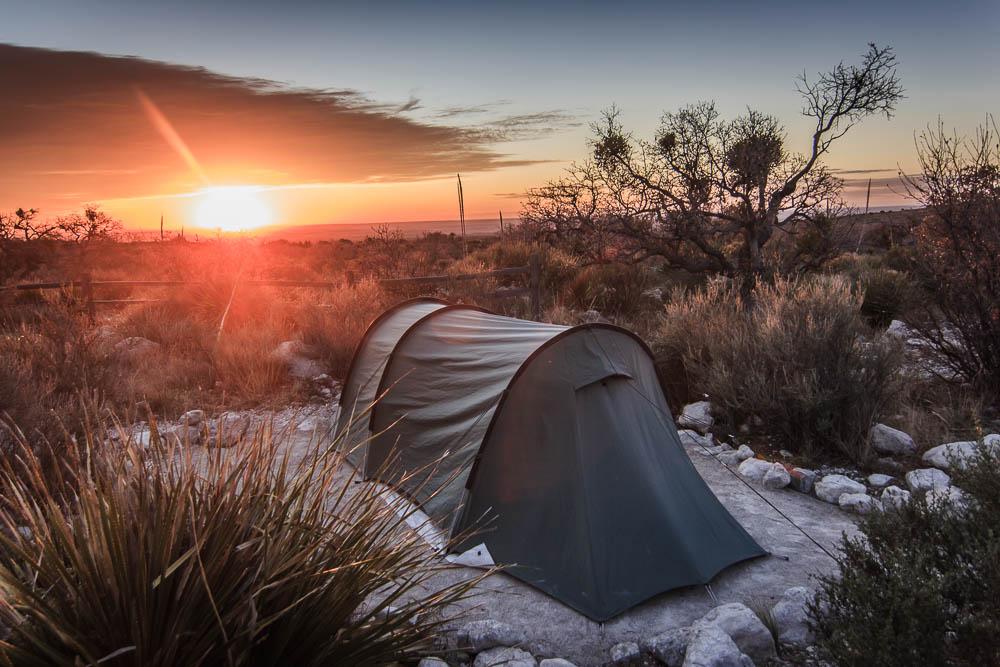 Tentsite im Sonnenaufgang im Guadalupe Mountains National Park. Bildrechte: Christian Volk