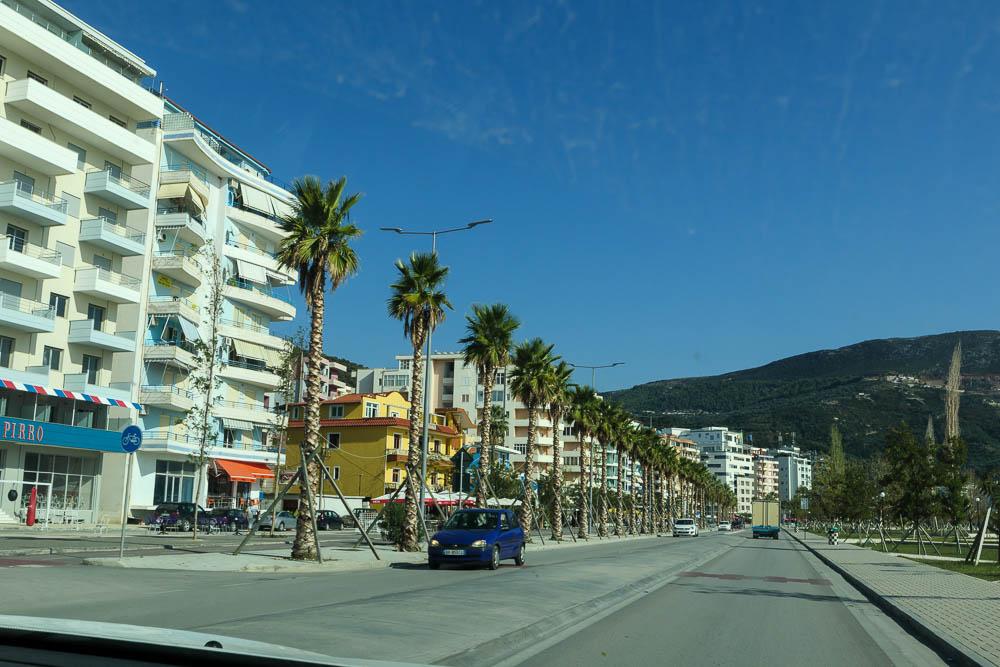 Endlich in Vlora angekommen folgen wir der Uferpromenade