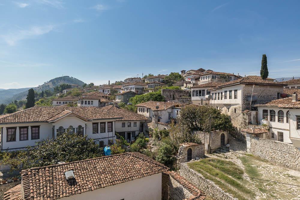 Häuser im Inneren der Burg Berat