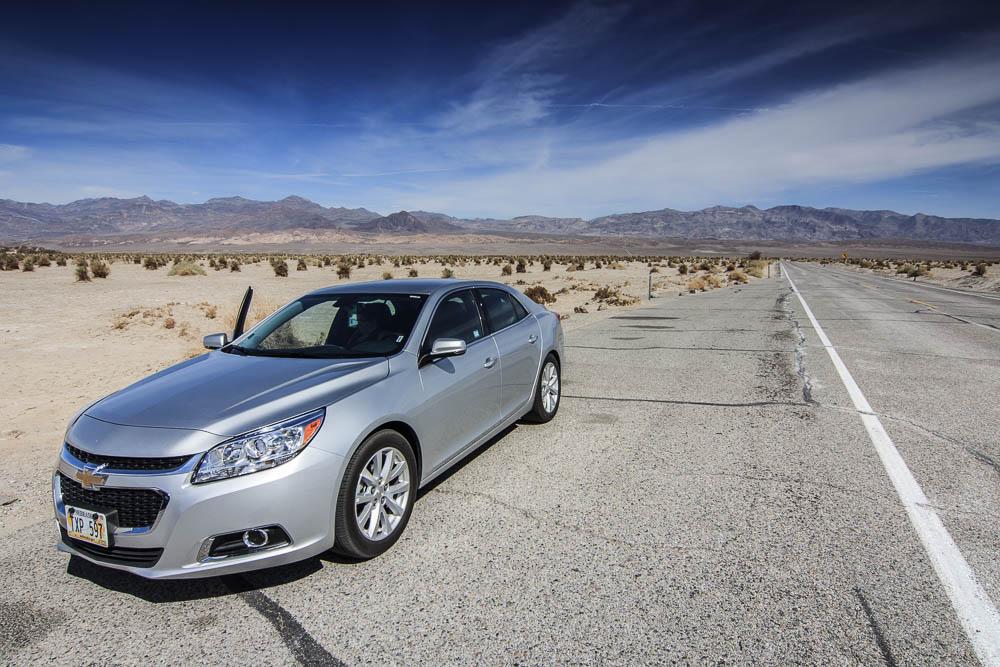 Chevrolet Malibu im Death Valley. Einer unserer beiden Mietwagen für 6 Wochen Roadtrip durch die USA.