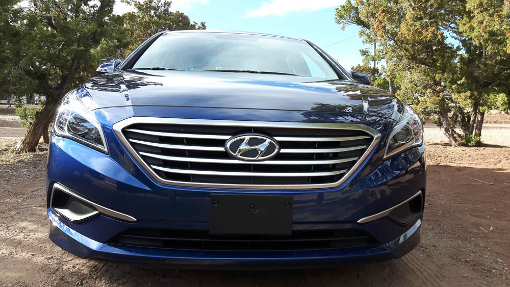 Frontansicht blauer Hyundai Sonata