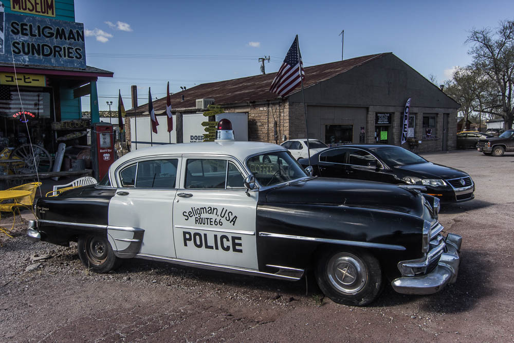 Unterwegs auf der Route 66 mit einem Polizeiwagen