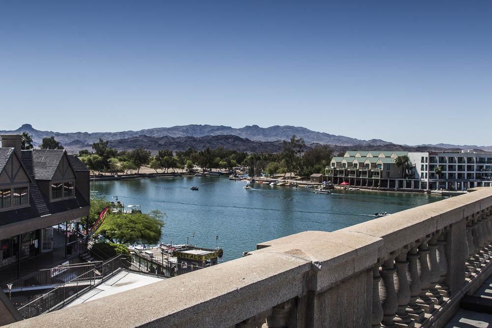 Blick von der London Bridge in Lake Havasu City