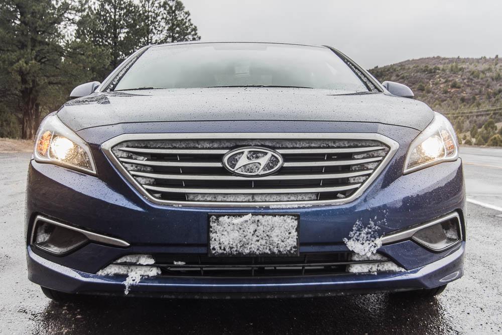 Unser Hyundai Sonata mit etwas Schnee auf dem Rückweg nach Cedar City