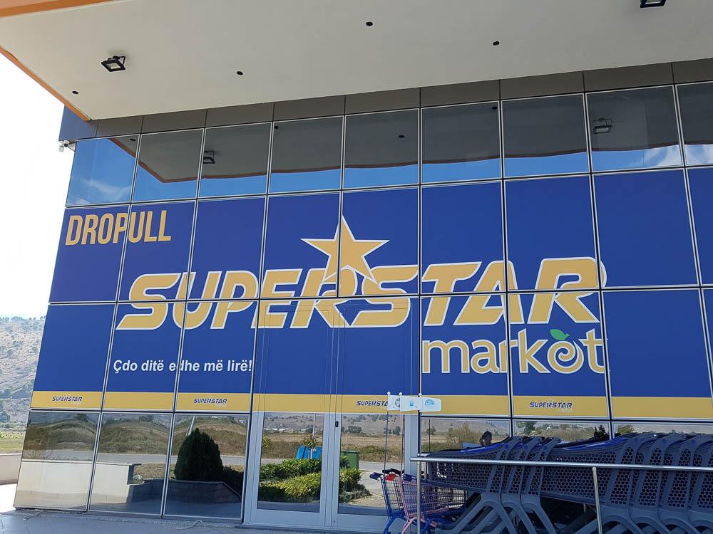 Superstar Market auf der Fahrt von Saranda nach Korca