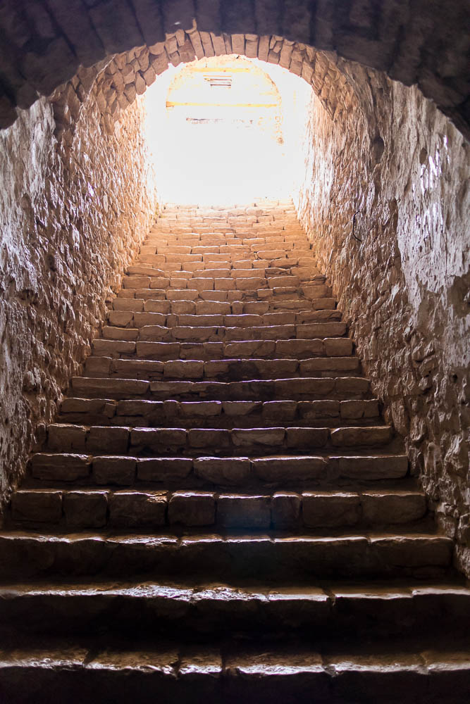 Treppe aufs Dach der Festung von Porto Palermo