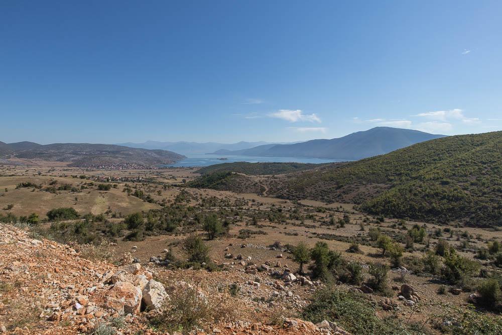 Blick auf den Prespa-See im Prespa National Park. Eine von vielen Sehenswürdigkeiten in Albanien.