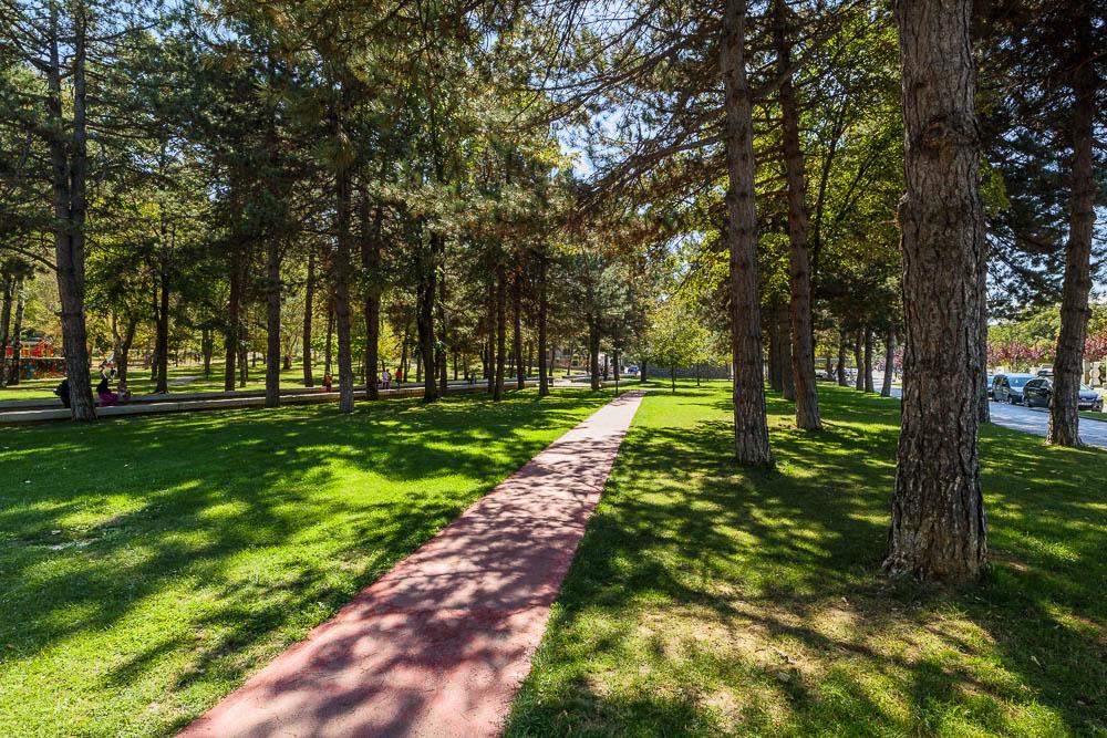 Der schön angelegte Rinias-Park in der albanischen Stadt Korca.