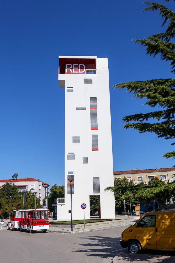 Red Tower in der albanischen Stadt Korca