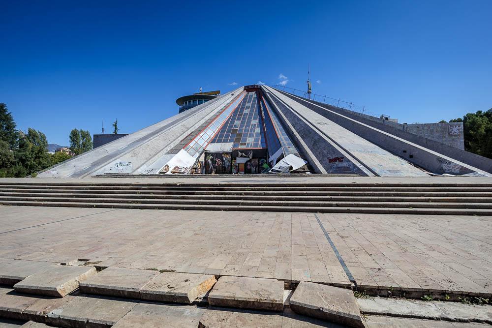 Die Pyramide Enver Hoxhas in Tirana.