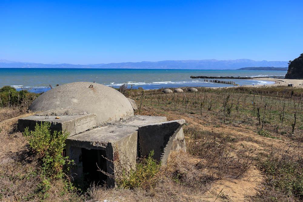 Betonbunker am Bunker Beach in Albanien