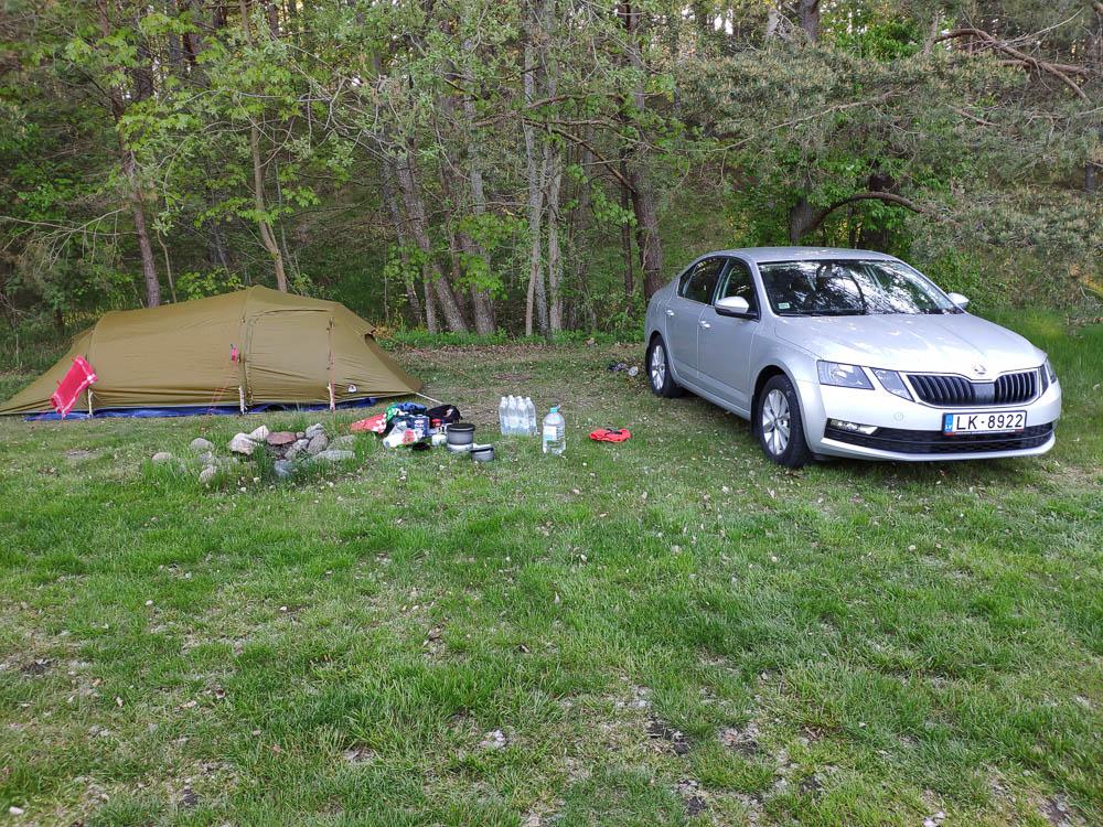 Camping während dem Roadtrip im Baltikum mit Zelt