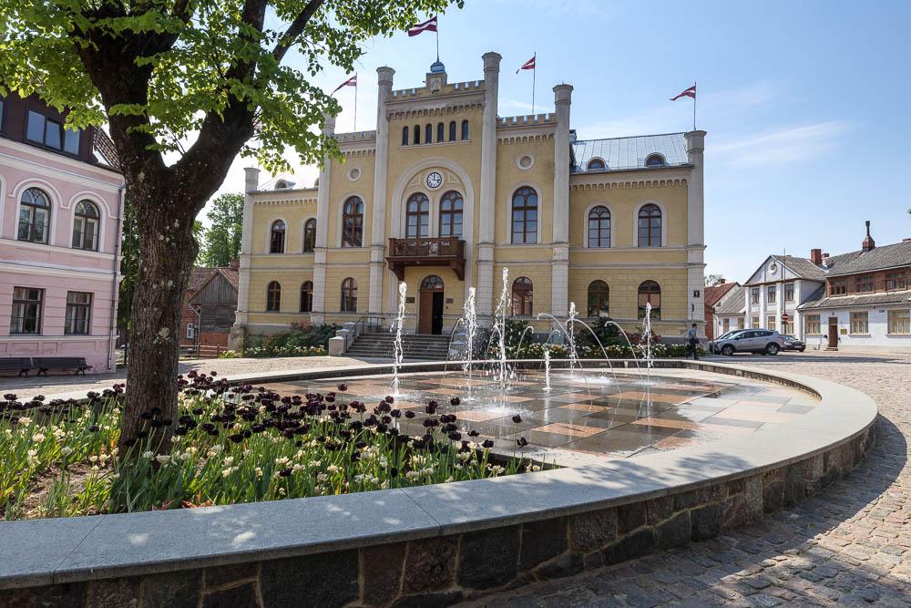 Rathaus in der Altstadt Kuldigas