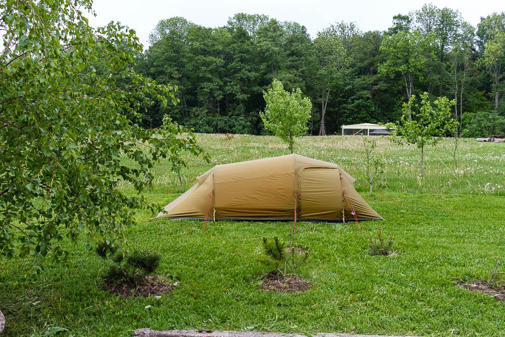 Zelt auf der Wiese des Campingplatzes Karkelbeck