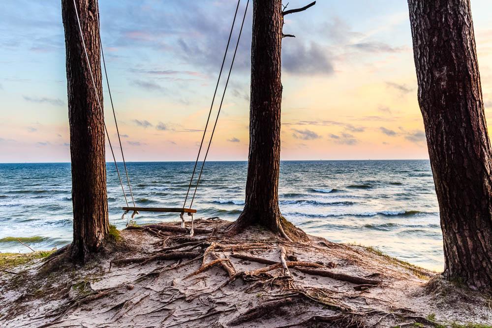 Baumschaukel an der Ostseeküste