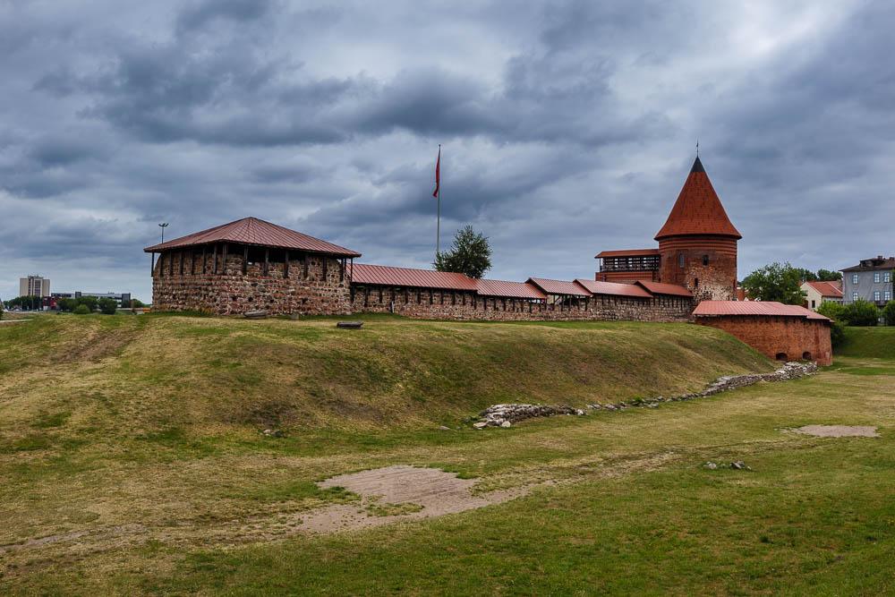 Burg Kaunas bei bewölktem Himmel
