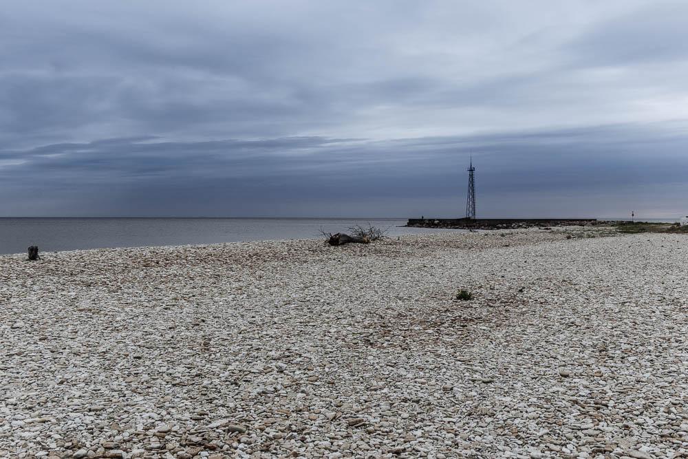 Estlands Ostseeküste mit Kiesstrand