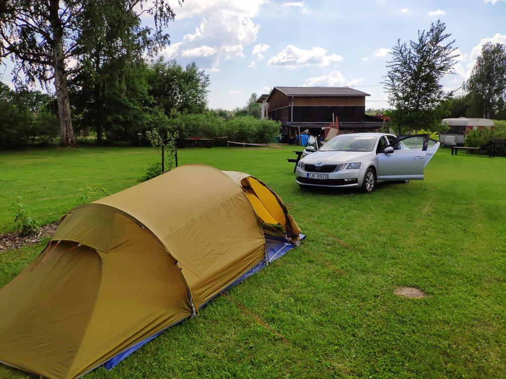 Zelt und Auto bei Camping Zanzibara