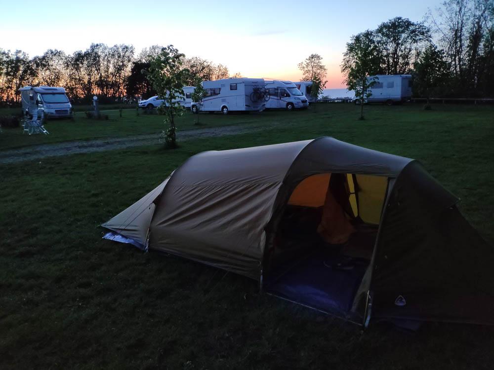 Stellplatz Camping Mereoja bei Dämmerung