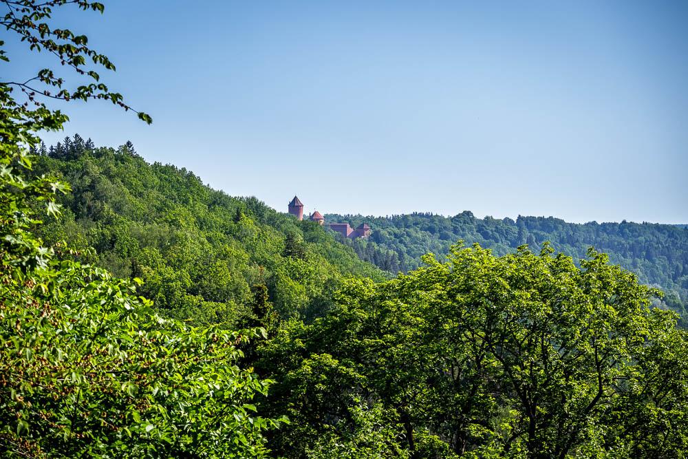 Blick auf die Burg Turaida im Gauja Nationalpark. Dieses Bild entstand während der Wanderung zur Burg Turaida.