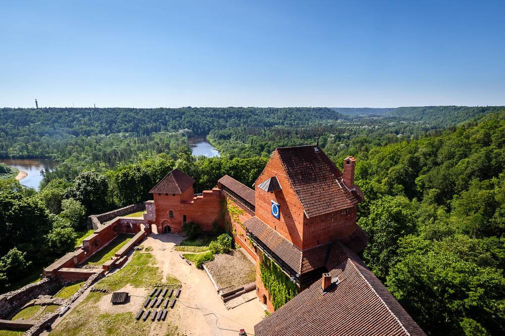 Blick vom Wehrturm der Burg Turaida