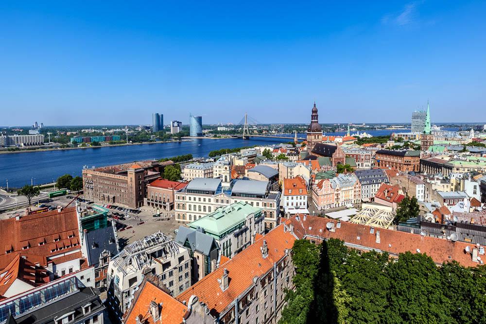 Ausbilick auf die Skyline Rigas von der St. Petrikirche aus