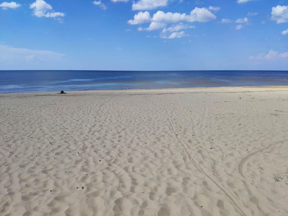 Ostseestrand in Jurmala fotografiert beim Wandern rund um Riga