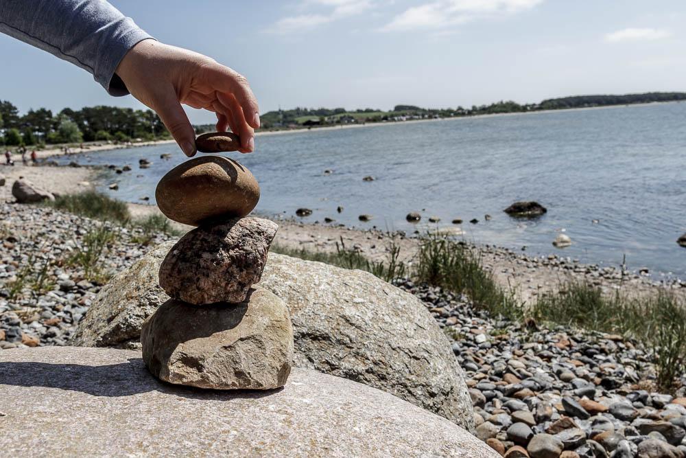 Steinmännchen am Strand von Klein Zicker
