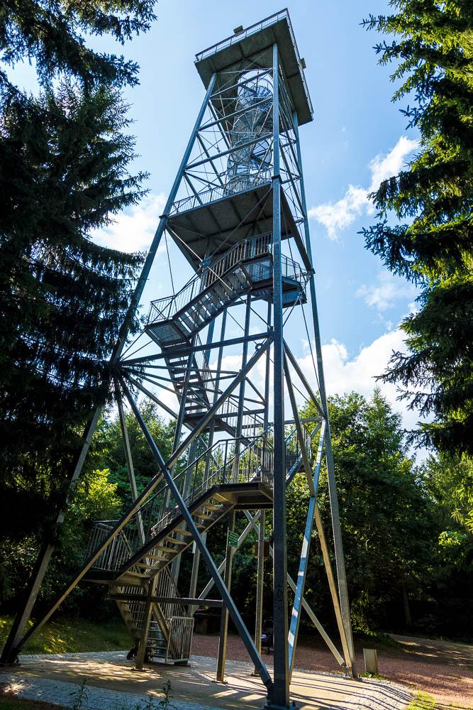 Der Maria-Josefa-Turm auf dem Totenstein bei Chemnitz ist einer der Aussichtstürme in Sachsen