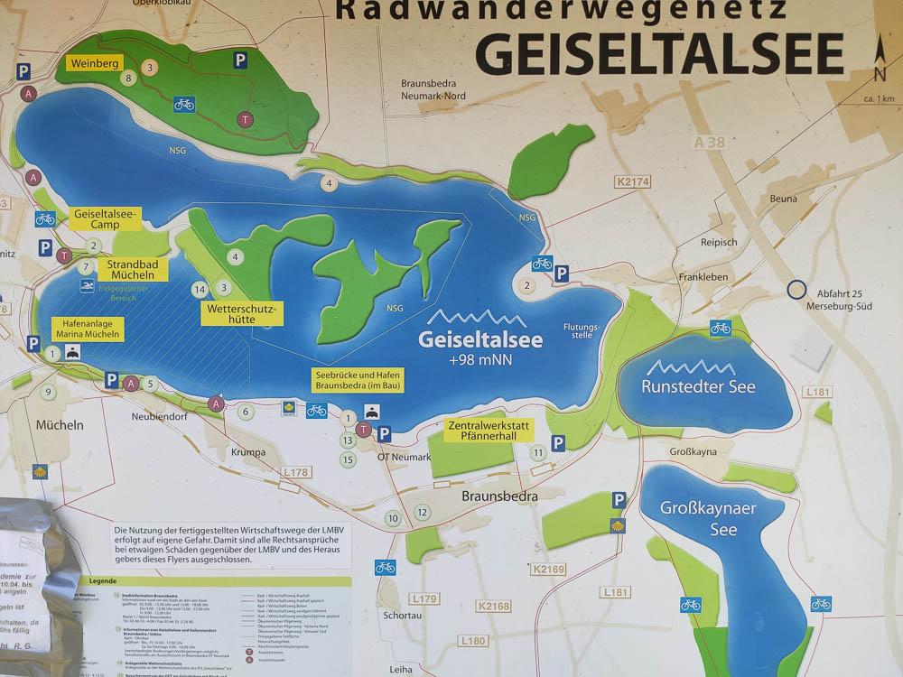 Kartenausschnitt des Radwanderwegenetz Geiseltalsee mit dem Großkaynaer See im Südosten der Karte.