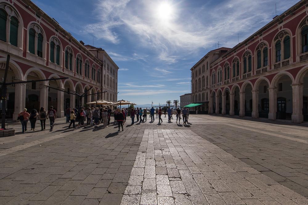 Schöne Gebäude in Split unweit der Hafenpromenade