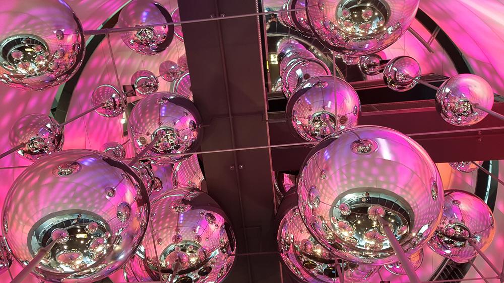 Medium Stahl in Szene gesetzt in den Voestalpine Stahlwelten in Linz