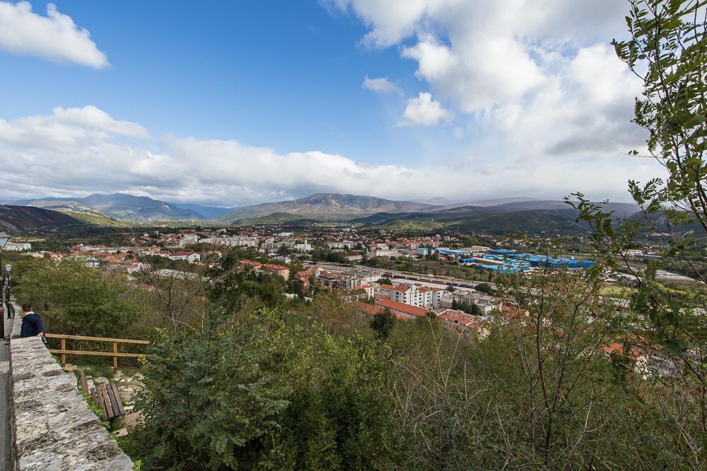 Blick auf die kroatische Stadt Knin von der Festung Knin aus