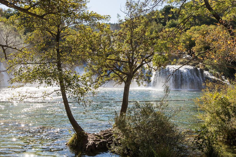 Blick auf den großen Wasserfall Skradinski Buk im Nationalpark Krka.
