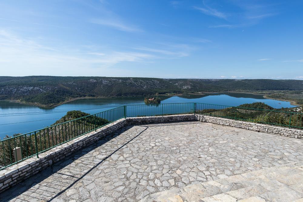 Grandiose Aussicht von der Aussichtsplattform über dem Visovacko Jezero