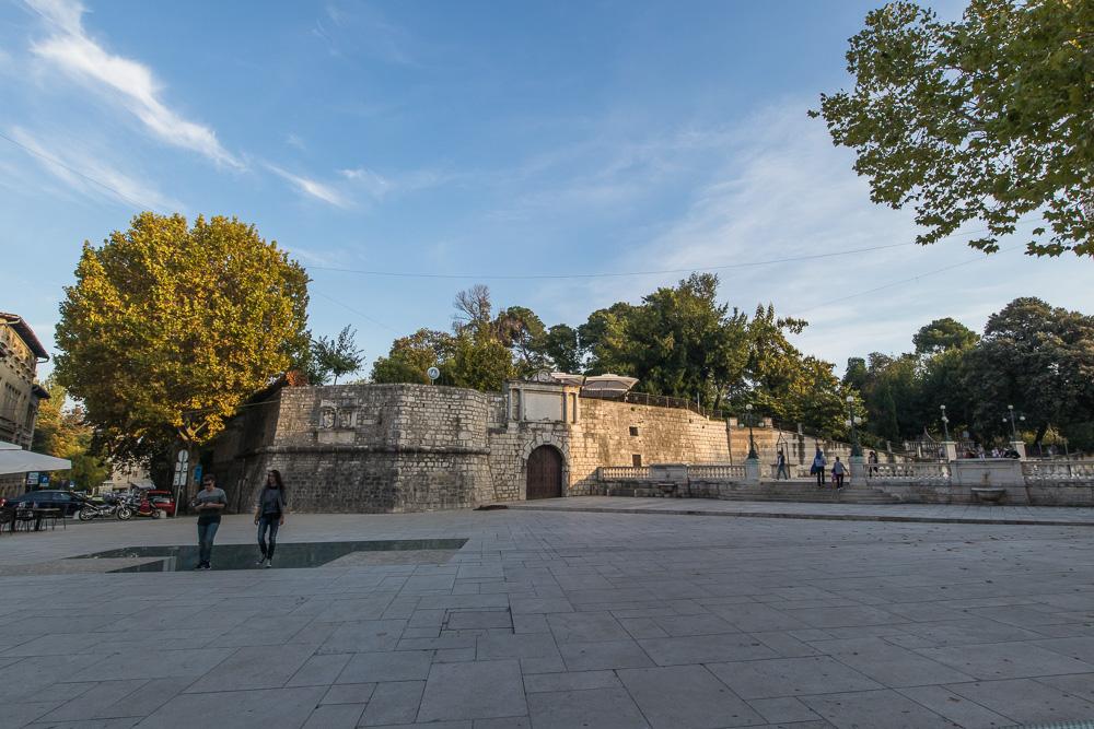 Platz vor der Burg in Zadar