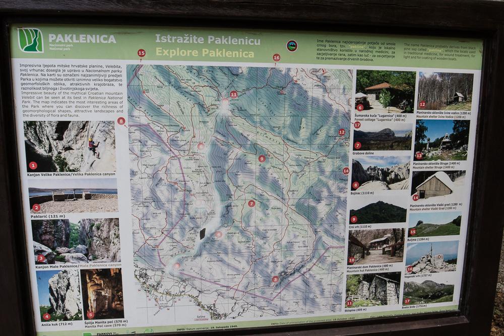 Direkt am Parkplatz des Nationalpark Paklenica konnten wir uns erstmal eine Übersicht über die Wandermöglichkeiten verschaffen