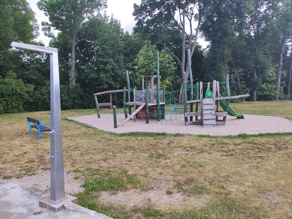 Einen Spielplatz für die Kinder gibt es ebenfalls im Ökobad Lindenthal