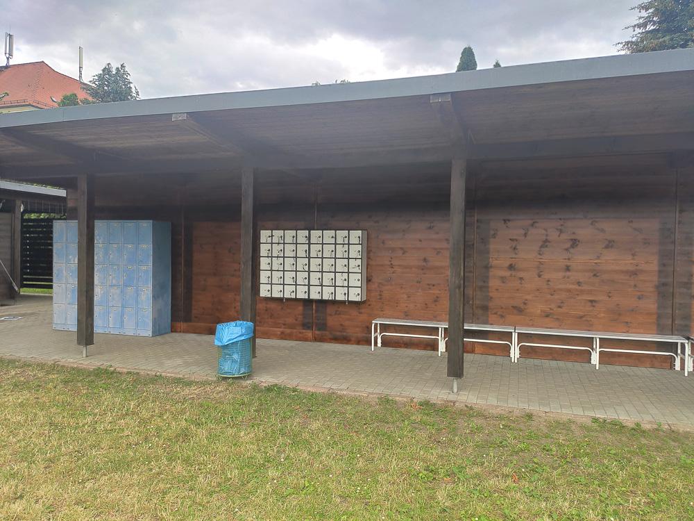 Umkleiden mit Schränken und Schließfächern für Wertsachen direkt am Eingangsbereich im Ökobad Lindenthal