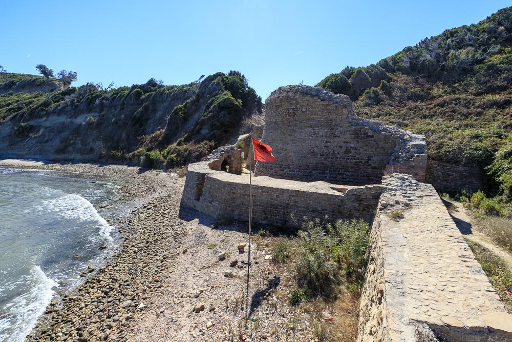 Die kleine Ruine der ehemaligen Festung Skanderbegs am Kepi i Rodonit