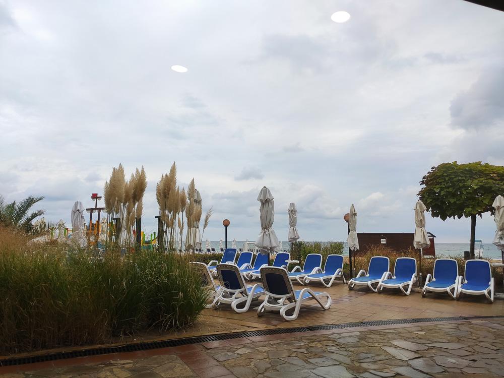 Gleicher Blick wie gestern, nur ohne Sonne vom Speisesaal unseres Hotels Sol Luna Bay.