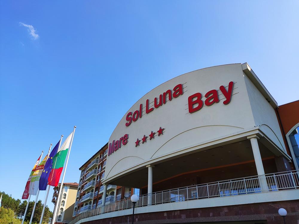 Das Hotel Sol Luna Bay von außen aus gesehen