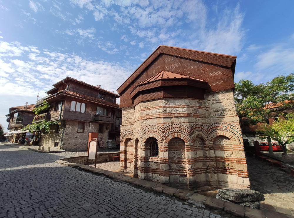 Antike Kirchen findet man gefühlt an jeder Ecke Nessebars