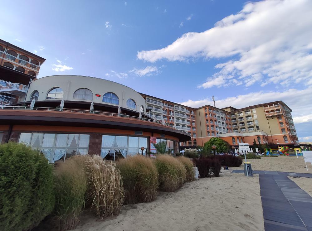 Blick auf das Hotel Sol Luna Bay.