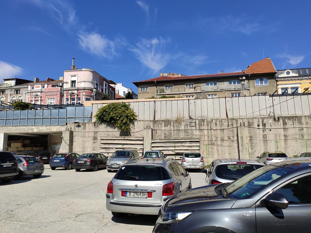 Parkplatz in der Innenstadt bei unserem Spaziergang durch Varna