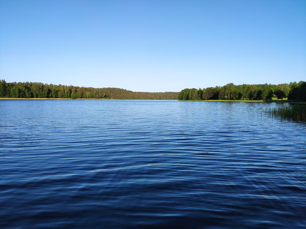 Der See bietet eine tolle Möglichkeit zur Erholung direkt am Zeltplatz Camping Apalkalns