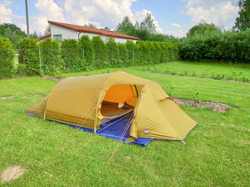 Stellplatz auf der Wiese bei Camping Zanzibara